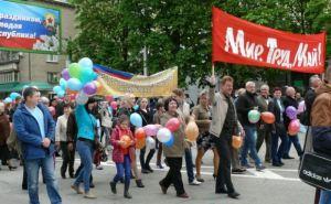 В Луганске праздничным митингом и маршем отметили 1мая (фото)