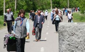 Очереди возле пункта пропуска в Станице Луганской. Люди переживают, что КПВВ закроется