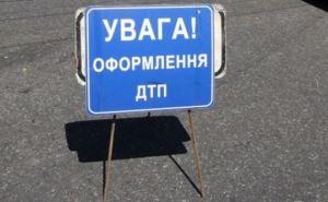 В Луганске столкнулись две легковушки. Один человек погиб, еще 8 пострадали