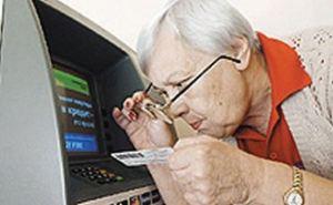 Новые преграды для пенсионеров-переселенцев. Банковские карты станут электронными пенсионными удостоверениями