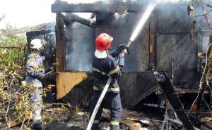 В Рубежном сгорел дачный дом (фото)