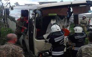 В Лисичанске пассажирский автобус столкнулся с грузовиком. Есть пострадавшие (фото)