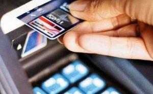 Жители Донецка с июля будут получать пенсии только на банковские карты