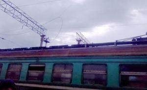 На железнодорожном вокзале загорелся вагон электропоезда «Родаково-Луганск» (фото)
