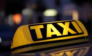 В Луганске двое пьяных мужчин избили таксиста