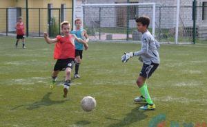 На стадионе им. Ленина в Луганске возобновились футбольные тренировки (фото)