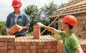 Луганские студенты помогают восстанавливать дома в Большой Вергунке (фото)