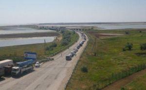 На выезде из Крыма в Украину скопились автомобильные очереди