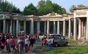 Жители Луганска вышли на субботник в парк Горького (видео)