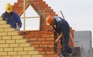 Более 10 строительных предприятий помогут восстанавливать дома в Луганске