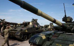 Порошенко в Харьковской области передаст военную технику армии (фото)