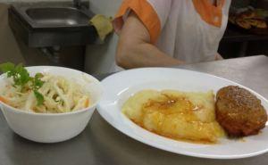 Школьникам 1-4 классов в ЛНР организуют бесплатное горячее питание