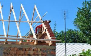 В Луганске восстанавливают 13 домов социально незащищенных граждан