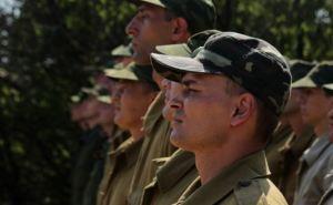 В самопровозглашенной ЛНР более 4 тыс. человек поступили на службу по контракту