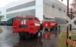 На Стахановском вагоностроительном заводе тушили учебный пожар (фото)