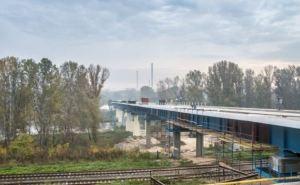 На мосту между Северодонецком и Лисичанском начали асфальтировать дорогу (видео)