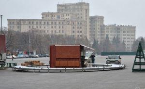 В Харькове начали монтаж главной новогодней елки города