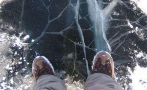 В Перевальском районе провалились под лед два ребенка