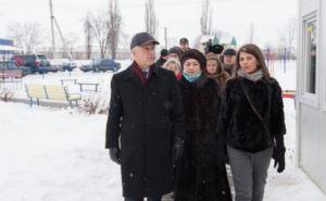 Посол Германии посетил модульный городок для переселенцев  в Харькове