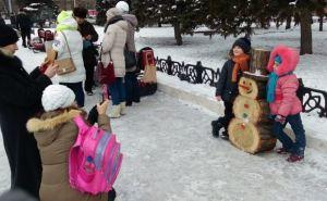 Алчевск украсили необычными снеговиками (фото)