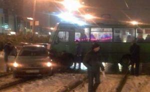 В Харькове маршрутка с пассажирами врезалась в легковушку