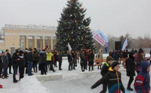 В Луганске открылся бесплатный ледовый каток (фото)