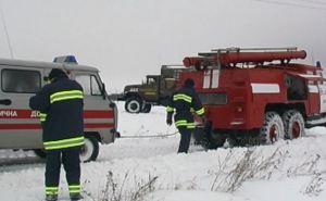 Харьковские спасатели вытащили из снежных заносов 16 автомобилей