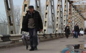 На пункте пропуска в Станице Луганской устроили продовольственную блокаду