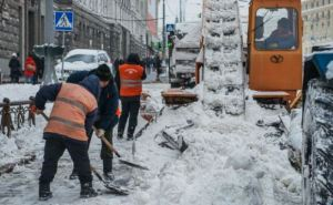 С дорог Харькова за сутки вывезли более 2 тысяч кубометров снега