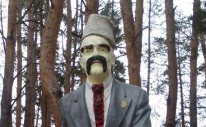 В Луганской области памятник Ленину переделали в памятник Шевченко (фото)