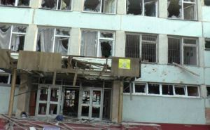 В Луганске восстанавливают школу №51, пострадавшую от обстрелов (видео)