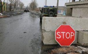 В районе Счастья военные открыли огонь по автомобилю