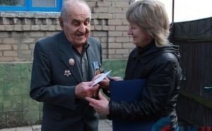 В Луганске денежную помощь в размере 10 тысяч рублей получат 244 ветерана