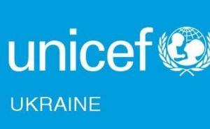 ЮНИСЕФ передал Донецкой области восемь экскаваторов для ремонта водопроводных сетей