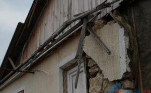 Последствия обстрела села Знаменка в самопровозглашенной ЛНР (фото)