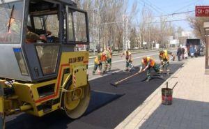 В Донецке начали ремонтировать дороги