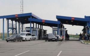 На пункте пропуска Изварино большая очередь машин на выезд из ЛНР