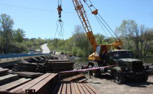 В Луганской области военные начали капремонт моста через Северский Донец (фото)