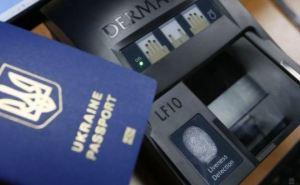 Не все украинцы смогут получить биометрические паспорта. —Порошенко