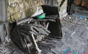 В поселке Донецкий в результате обстрела повреждены три дома (фото)