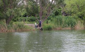 В одном из прудов Алчевска обнаружили тайник с боеприпасами (фото)