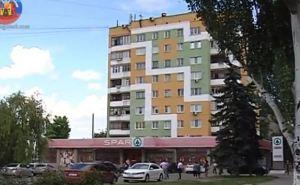 В Луганске благоустраивают фасады многоэтажек на Советской (видео)