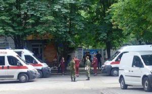 Один погибший, пятеро раненых в результата взрыва в Луганске (видео)