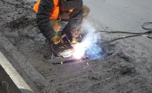 В Луганске ремонтируют дороги на улицах Павловская и Черноморская