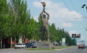 Луганские коммунальщики активно готовят город ко Дню рождения (видео)