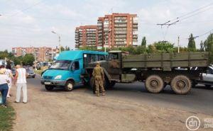 В Славянске военные на грузовике протаранили маршрутку (фото)