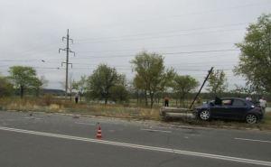 В Северодонецке иномарка влетела в электроопору (фото)