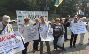 В Киеве переселенцы под Кабмином требуют компенсаций