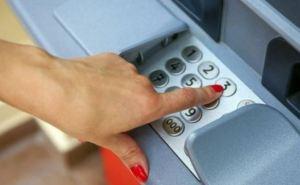 Полиция Луганской области предупреждает о махинациях с банковскими картами