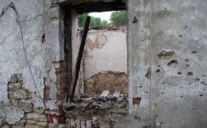 В результате обстрела загорелись постройки в поселке Донецкий